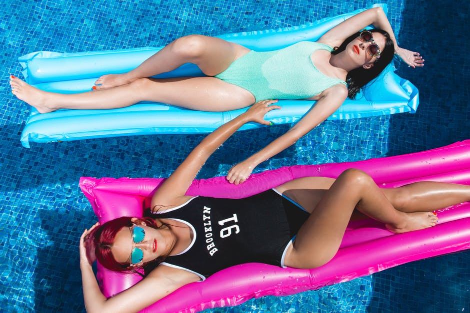 eleganckie body damskie na basen